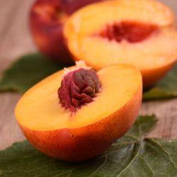 Nectarine from Japan ~200g per piece / ネクタリン【Delivers on Fri & Sat | 金曜日&土曜日配達分受付中】